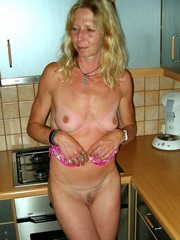 Belinda the Dutch whore Poing Nude In..