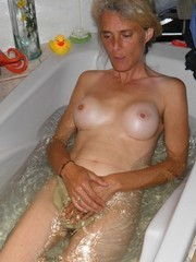 Good mature bitch in the bathtub