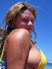 Wife on vacation shows her big natural..