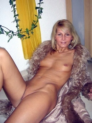 Shaved blonde mature wife shows her hot..