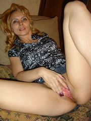 Naughty middle-aged girlfriend open..