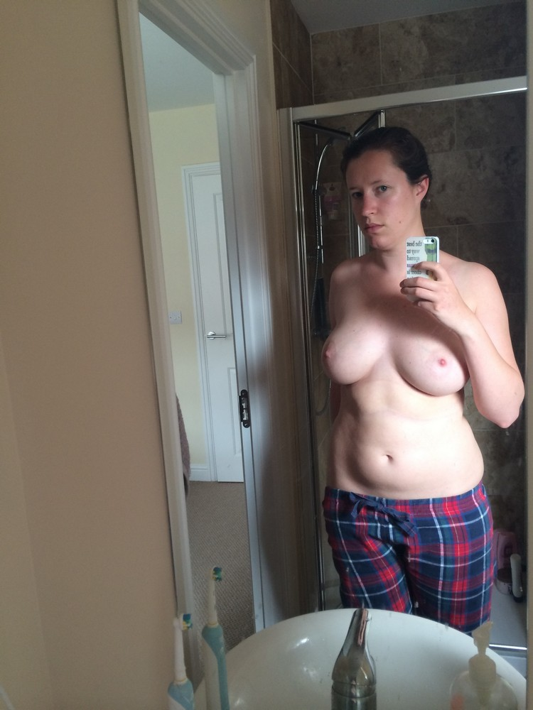 Pale Teen Topless Selfies And Nude Photos Picture 6-3096